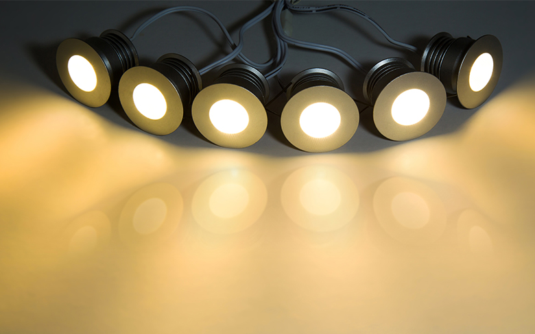 Luminaires comparison: LEDs vs. CFLs